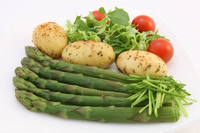 Los espárragos y las papas también son alimentos prebióticos